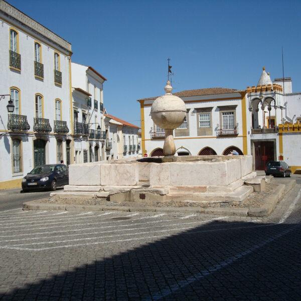 Largo da Porta de Moura - Évora - Portugal