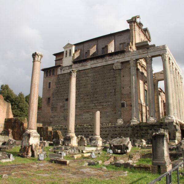 Tempel van Antonius en Faustina - Rome - Italië