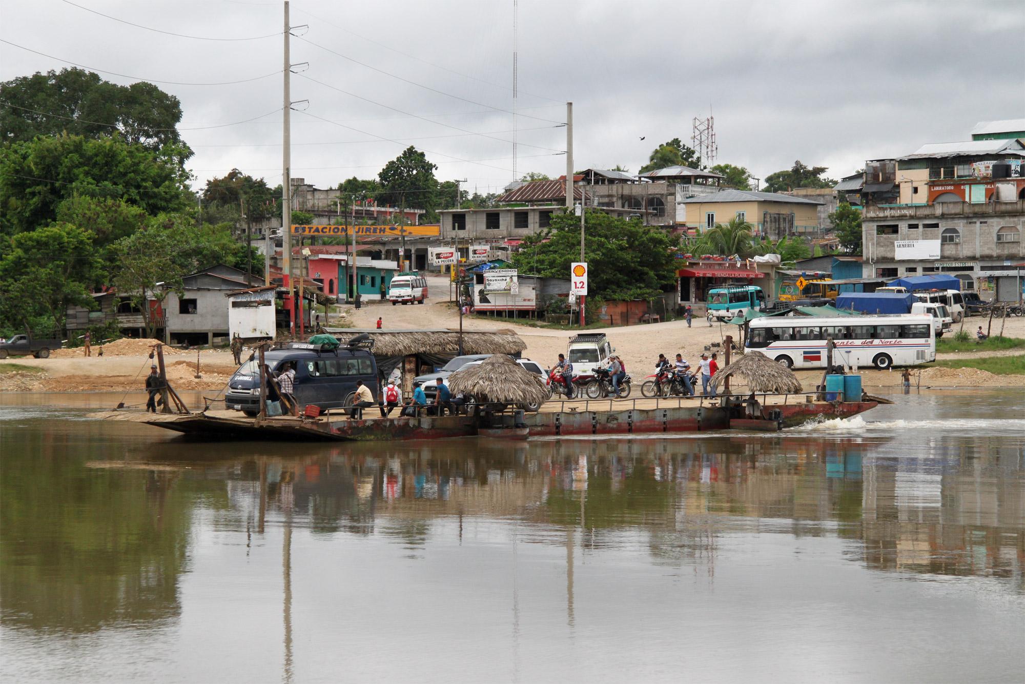 Guatemala 2015 - dag 10 - Een oversteek met de boot over de rivier
