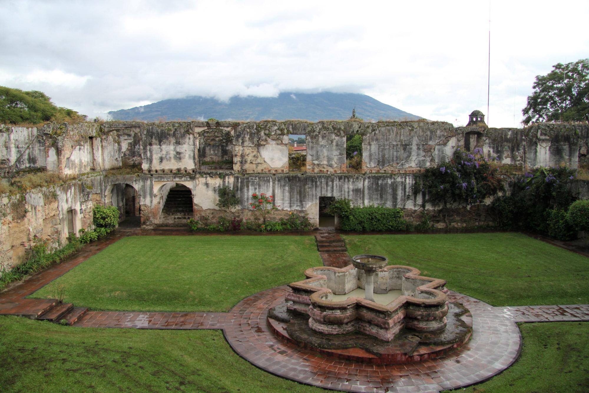 Guatemala 2015 - dag 5 - De ruïnes van Colegio de San Jeronimo in Antigua