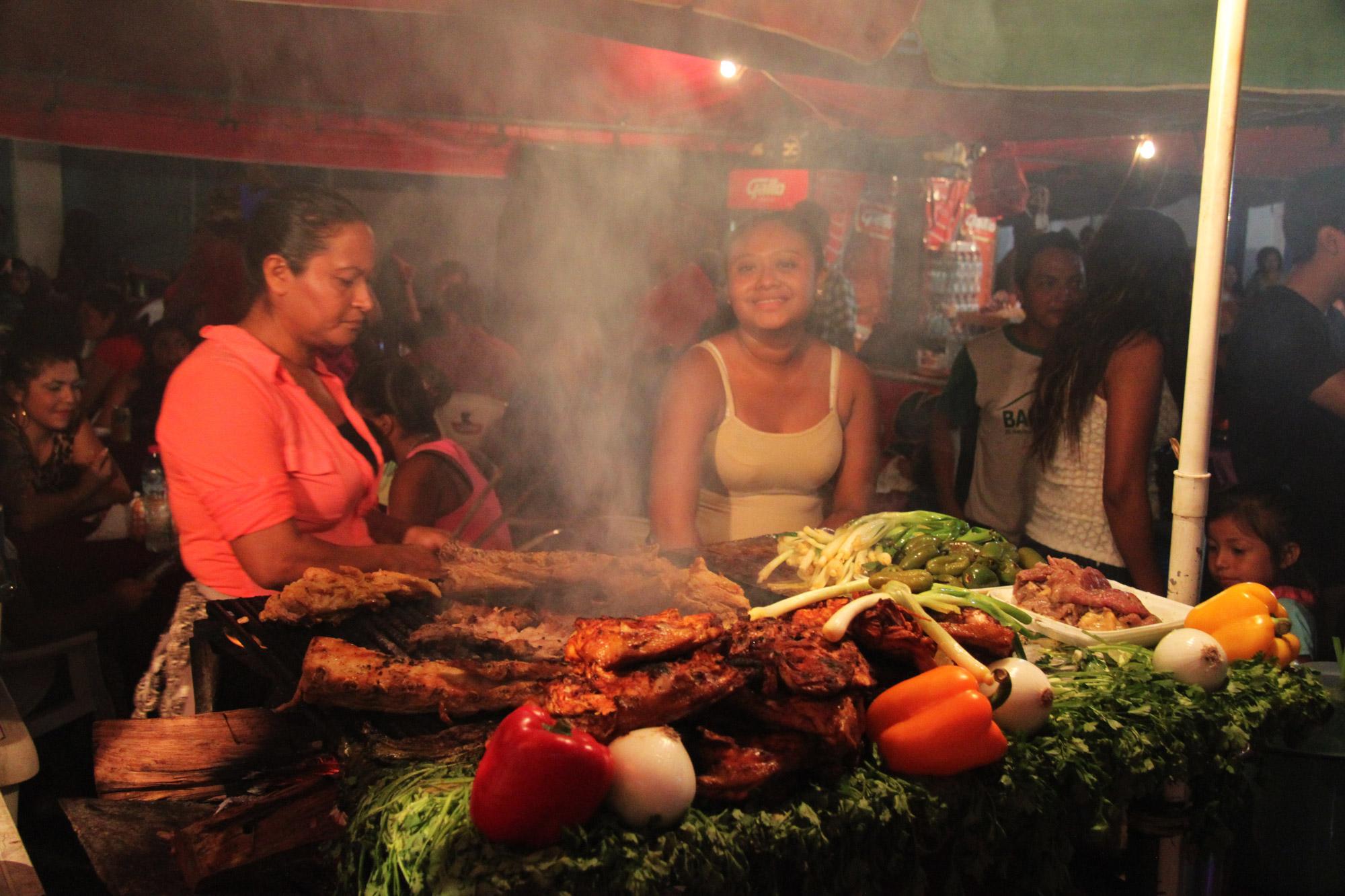 Guatemala 2015 - dag 9 - Eten op de straten van Flores