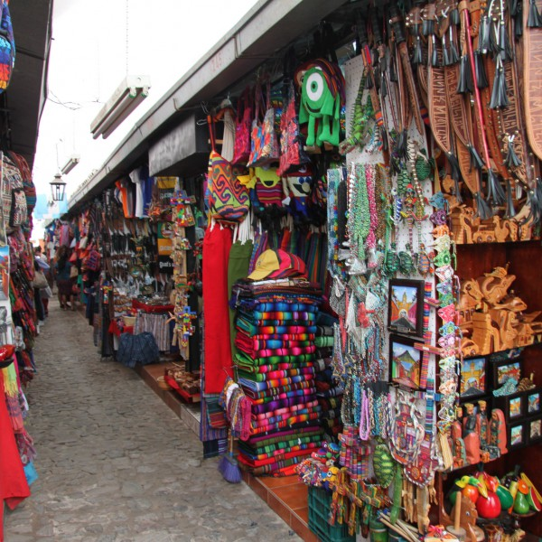 Mercado de Artesanías - Antigua - Guatemala