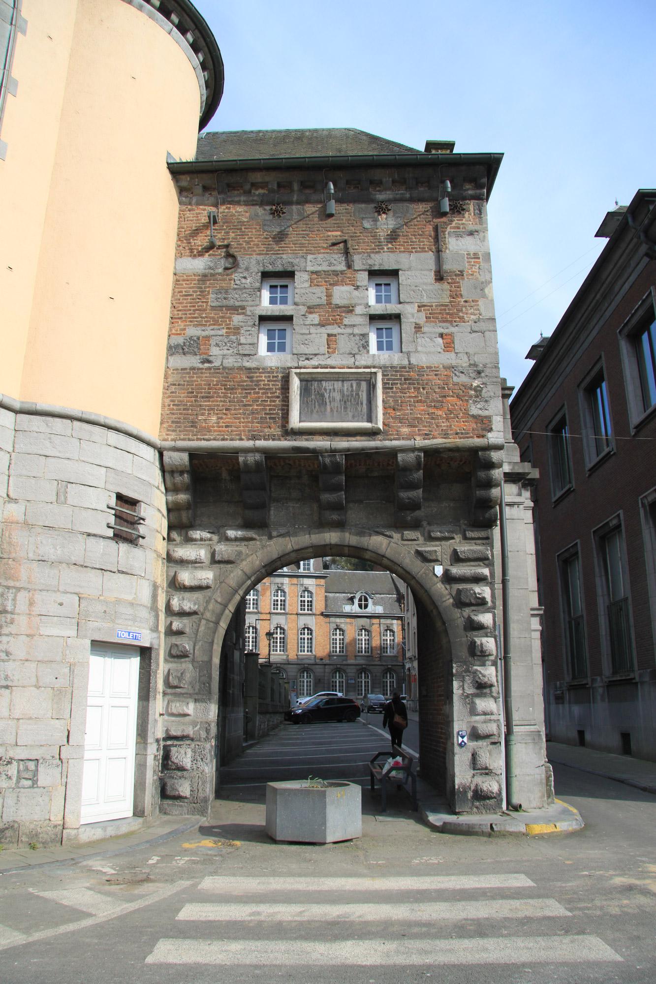 Porte saint martin in dinant belgi reizen reistips for Porte saint martin