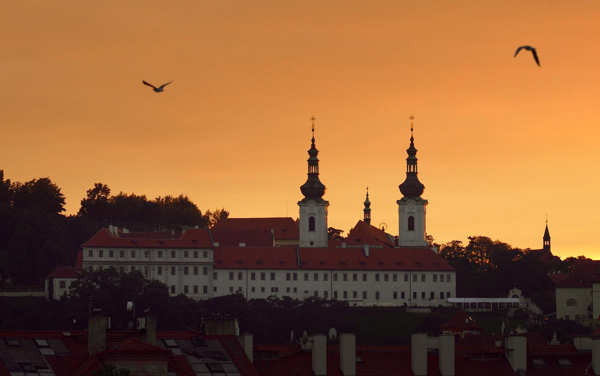 Barokke parels in Tsjechië - Het Strahovklooster in Praag wanneer de avond valt - © Ladislav Renner