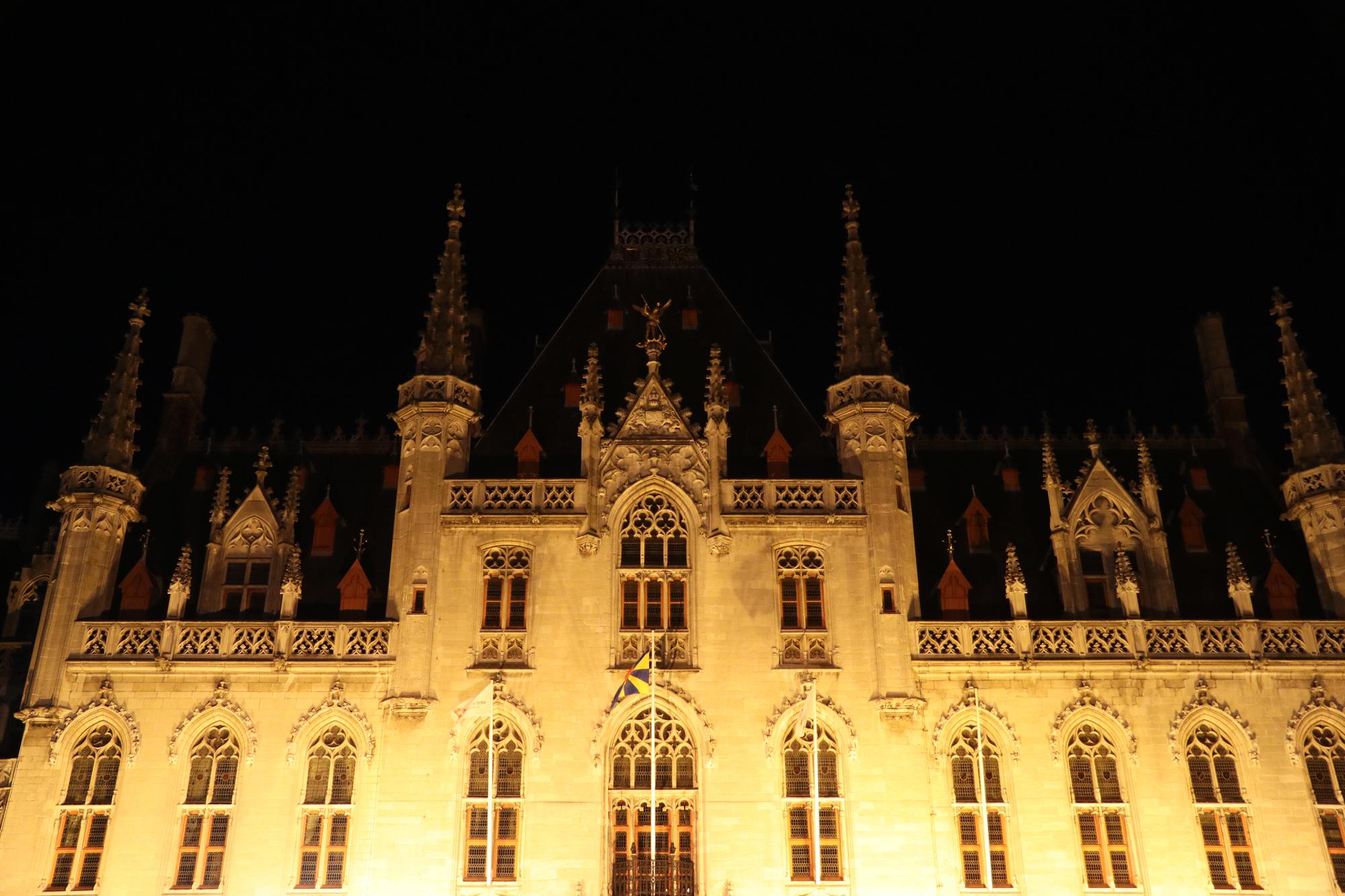 Weekendje Brugge in 10 beelden: Provenciaal Hof bij nacht
