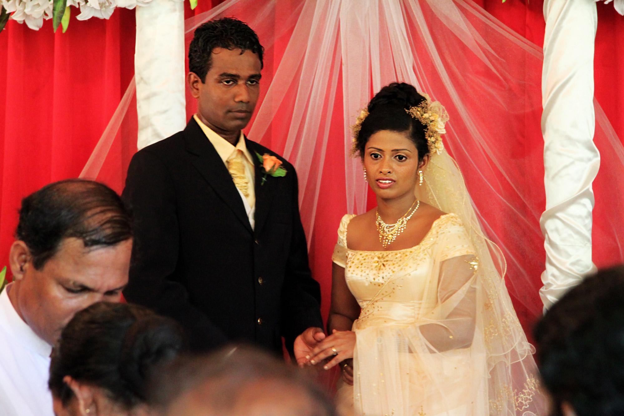 foto en het verhaal onverwacht op een bruiloft in sri lanka