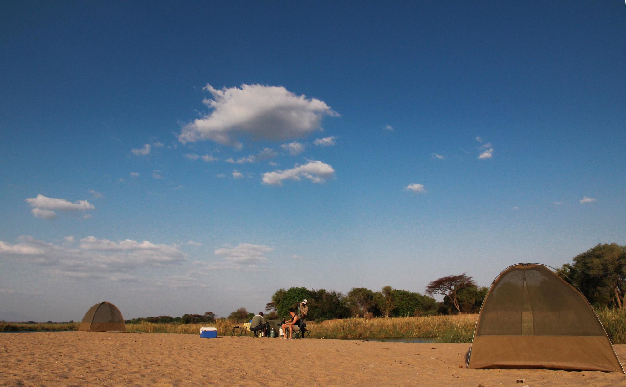 Slalommen om nijlpaarden - een avontuur op de machtige Zambezi rivier - Onze tent op het eiland