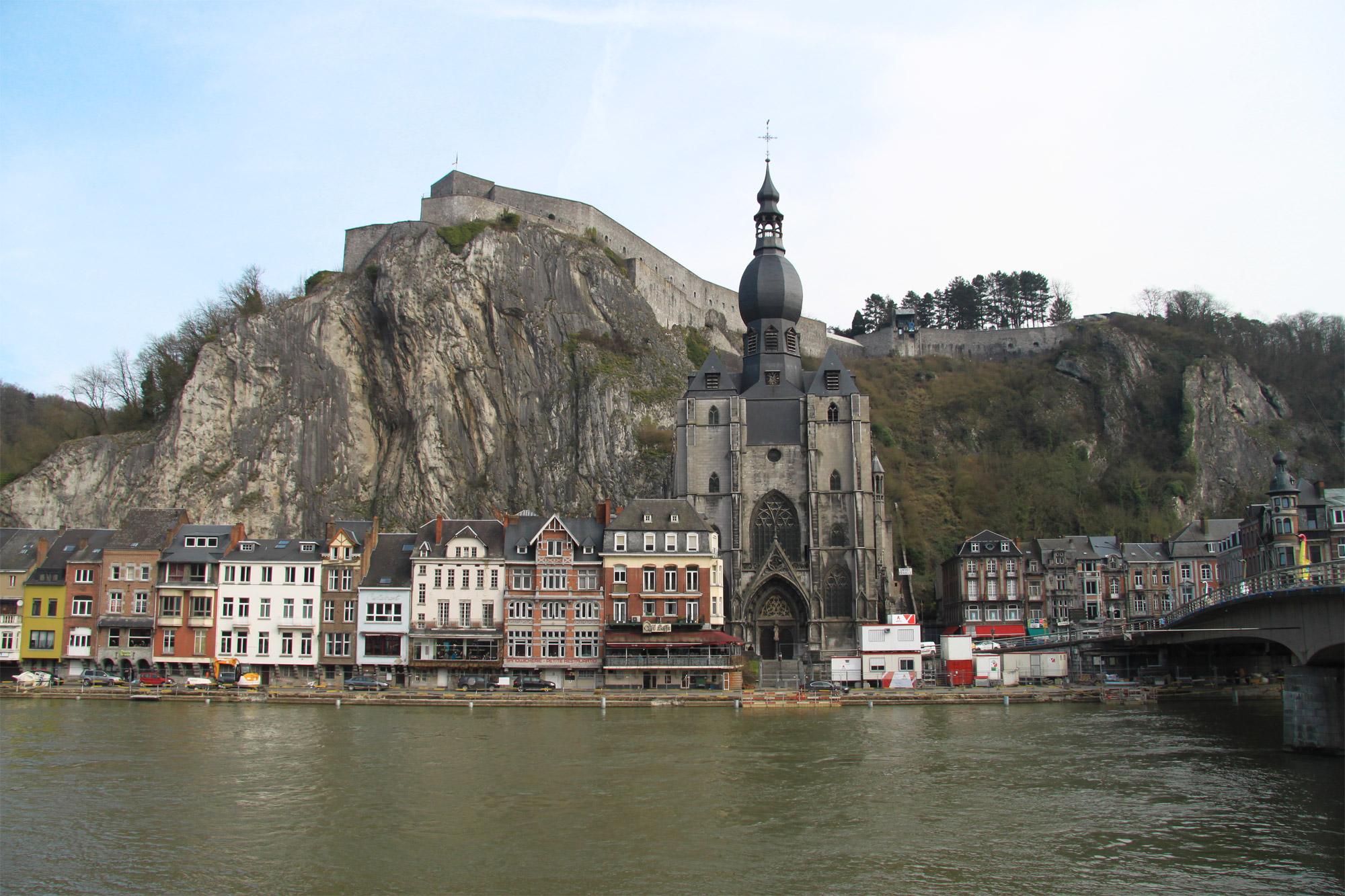 Top 5 must do's in Dinant - Breng een bezoek aan de Collégiale Notre-Dame