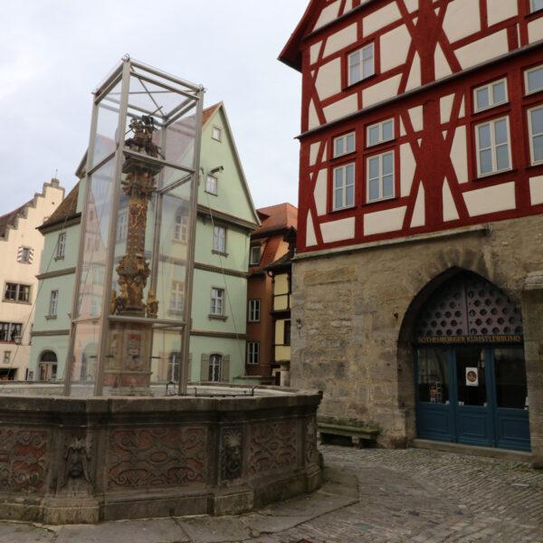 St. Georgsbrunnen - Rothenburg ob der Tauber - Duitsland