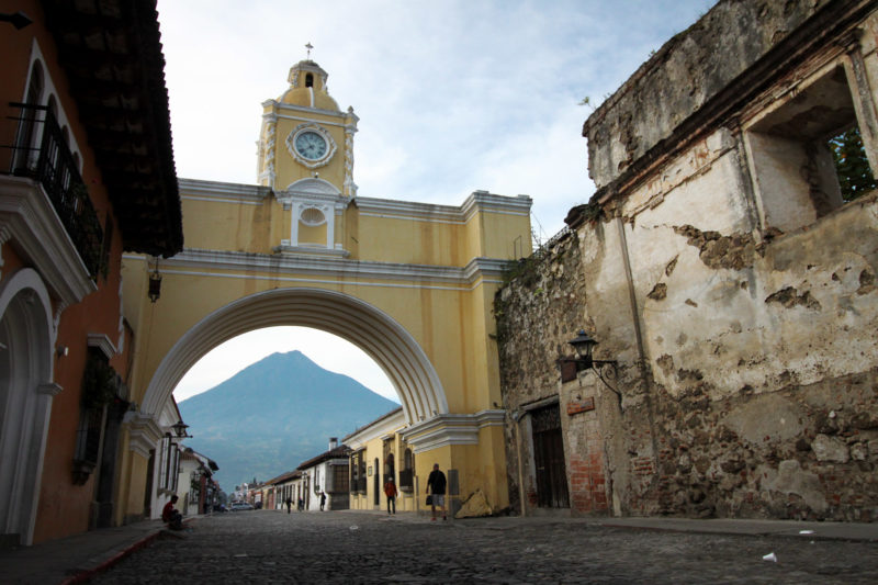 13 must do's in Antigua - De perfecte foto maken bij de Arco de Santa Catalina