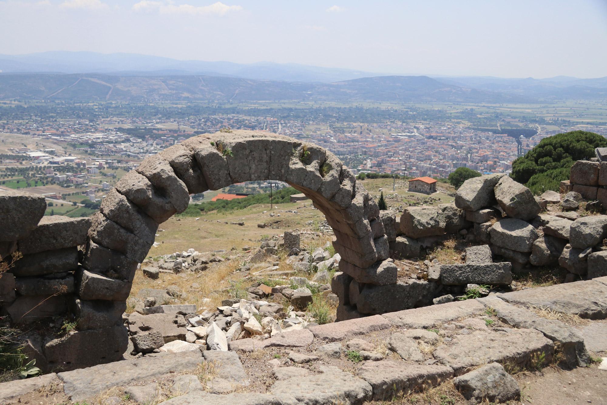 Turkije reisverslag: Bergama en Ayvalik - Uitzicht op de nieuwe stad van Bergama