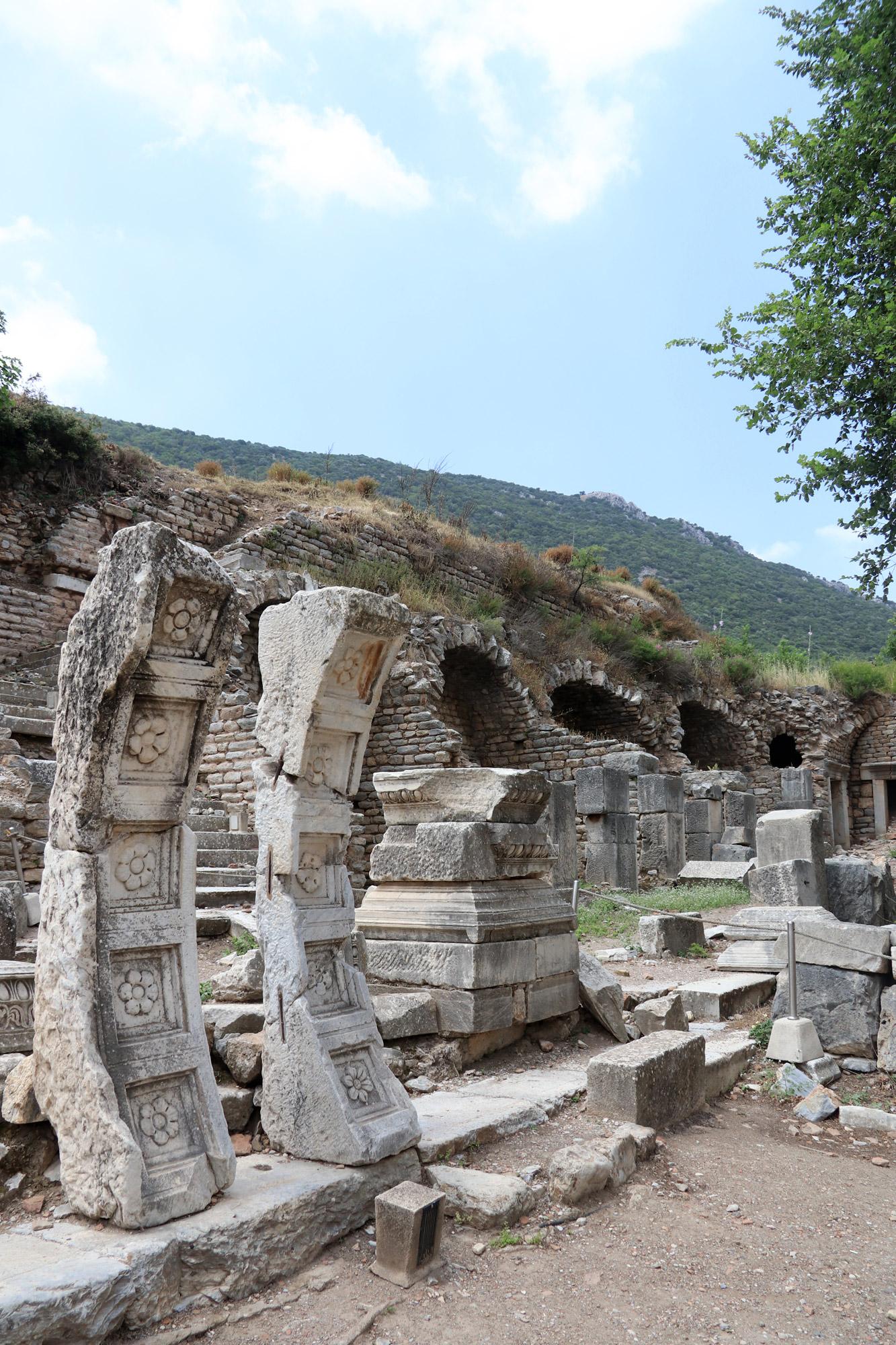 Turkije reisverslag: Efeze en Şirince - De Tempel van Domintianus