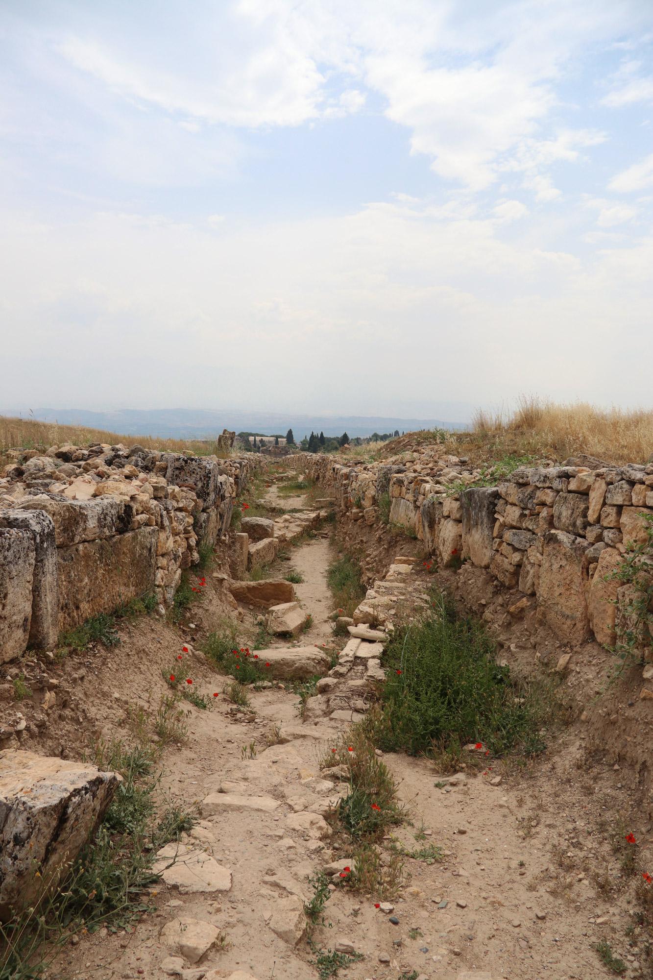 Turkije reisverslag: Pamukkale en Hiërapolis - De wegen van Hiërapolis
