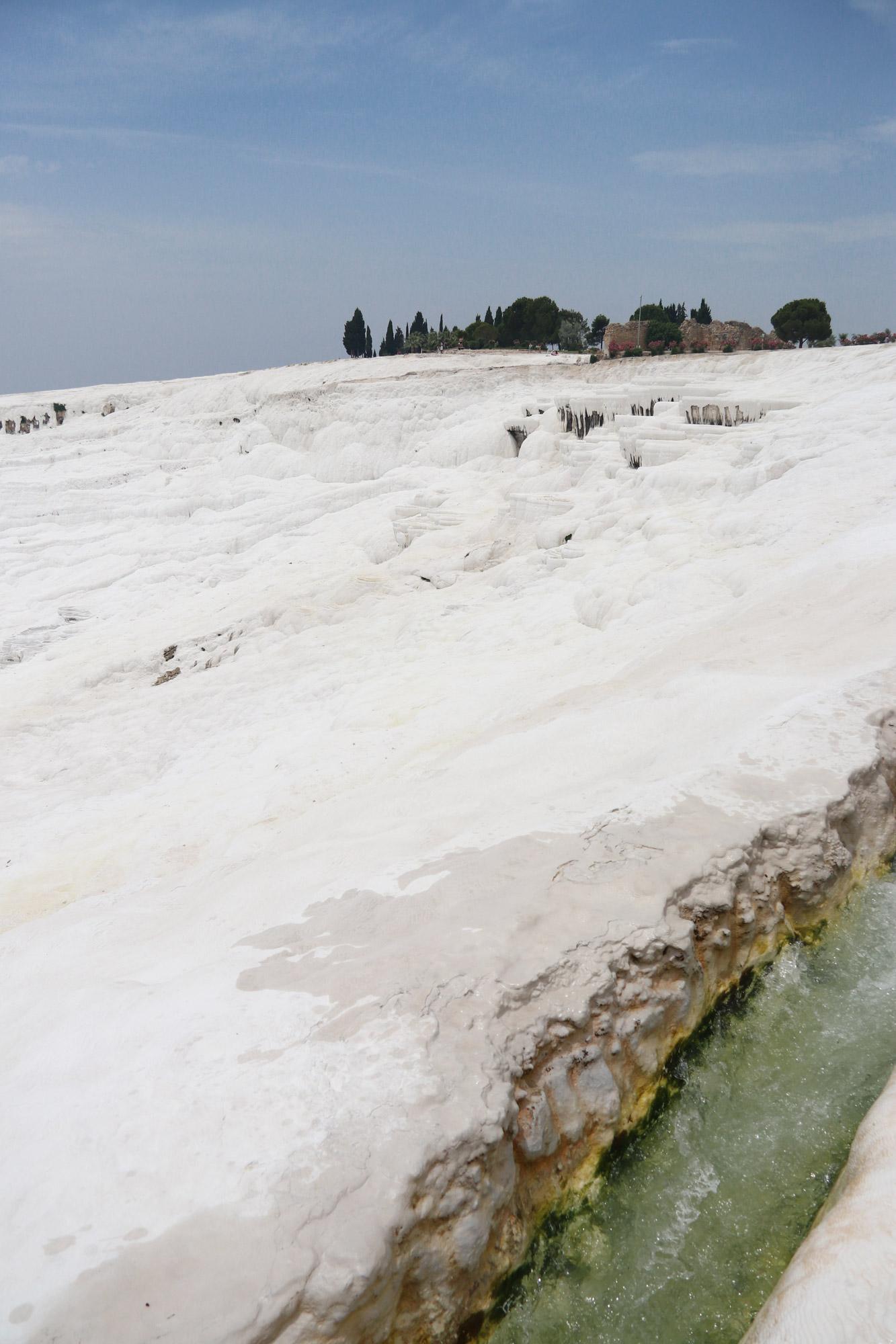 Turkije reisverslag: Pamukkale en Hiërapolis - Het water stroomt niet over de originele terrassen