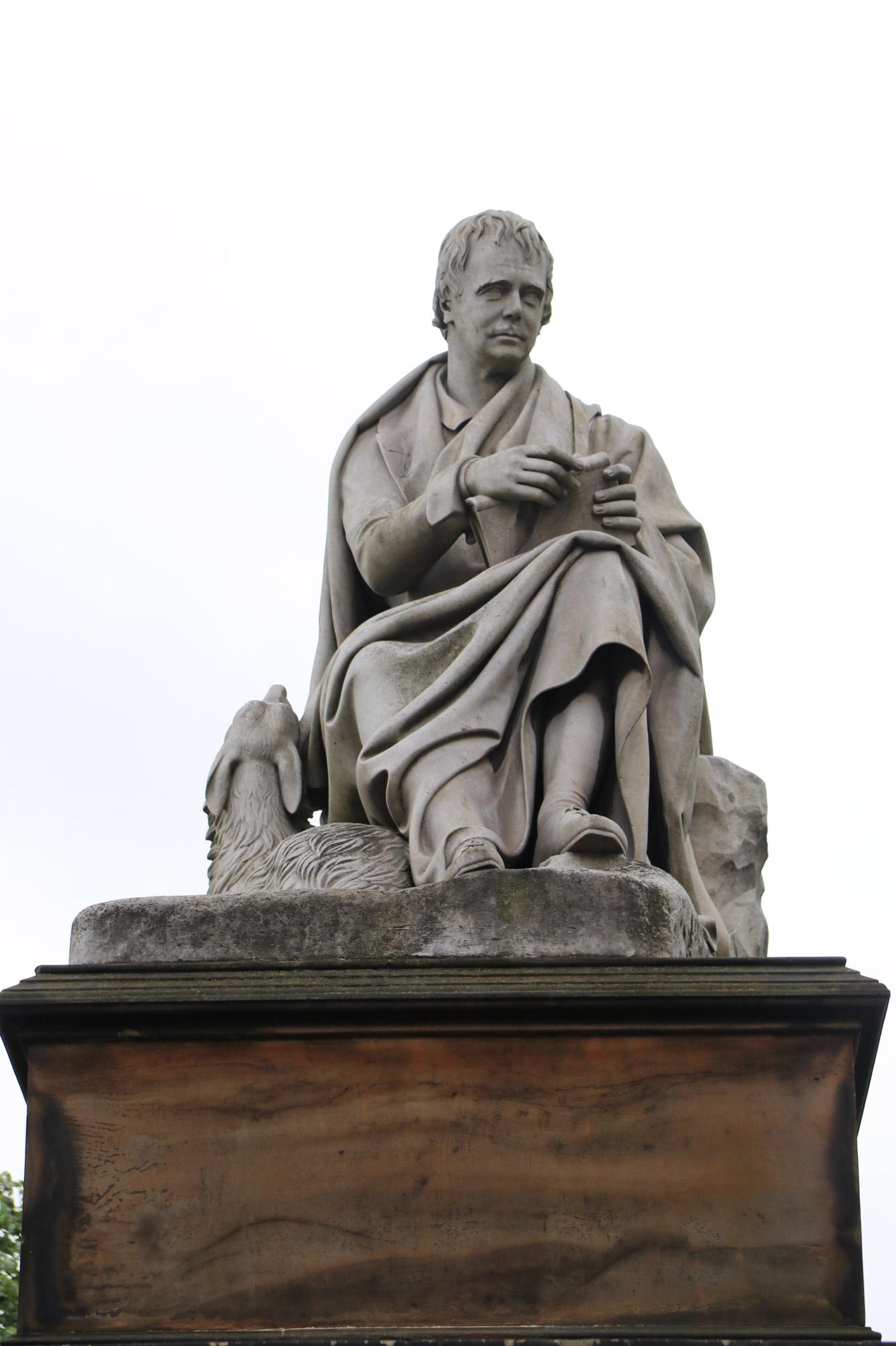 Mannenweekend in Edinburgh - Standbeeld bij Scott Monument