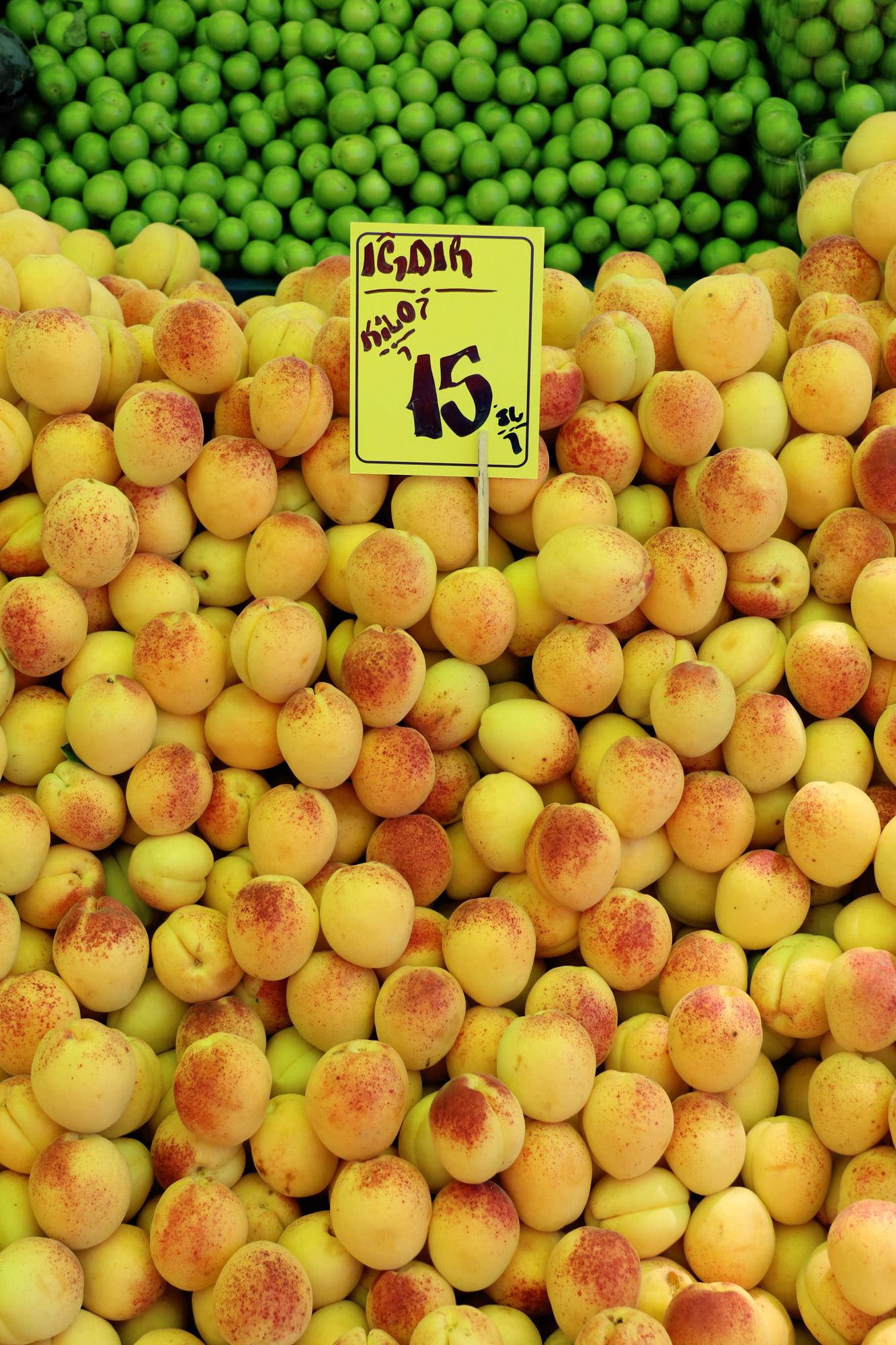 Turkije reisverslag: Laatste dag in Alaçatı - Groente en fruit op de markt van Alaçatı