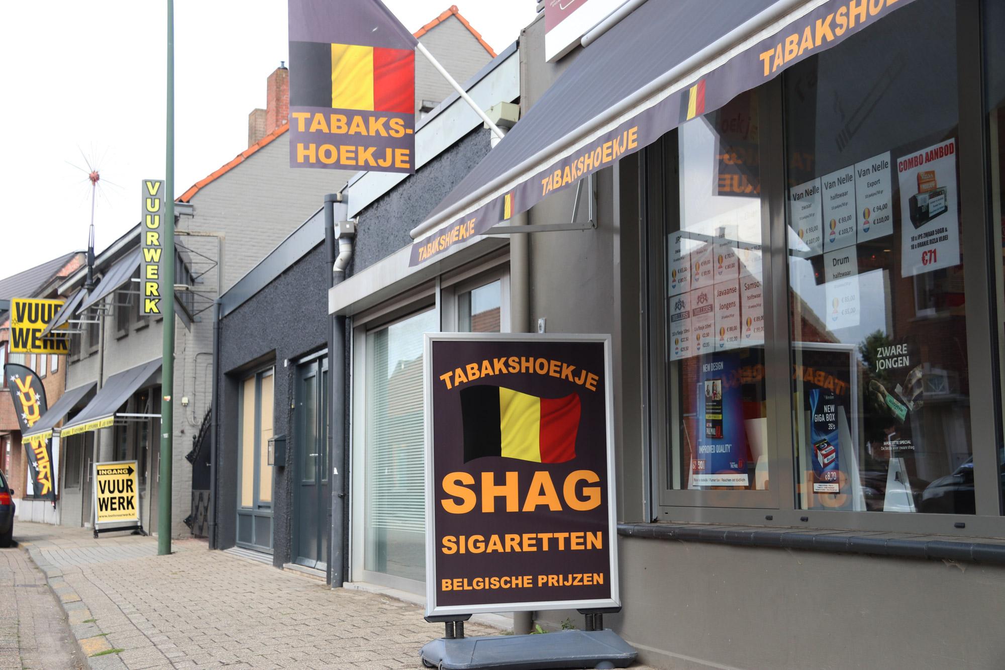 Een vreemd Nederlands/Belgisch dorp: Baarle - Tabak en Vuurwerk in België