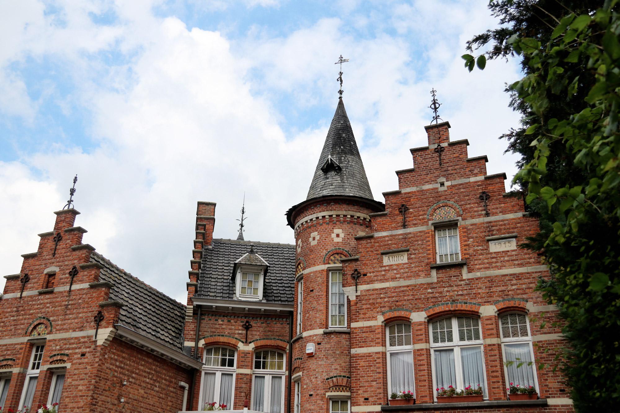 Een vreemd Nederlands/Belgisch dorp: Baarle - Het Kasteeltje