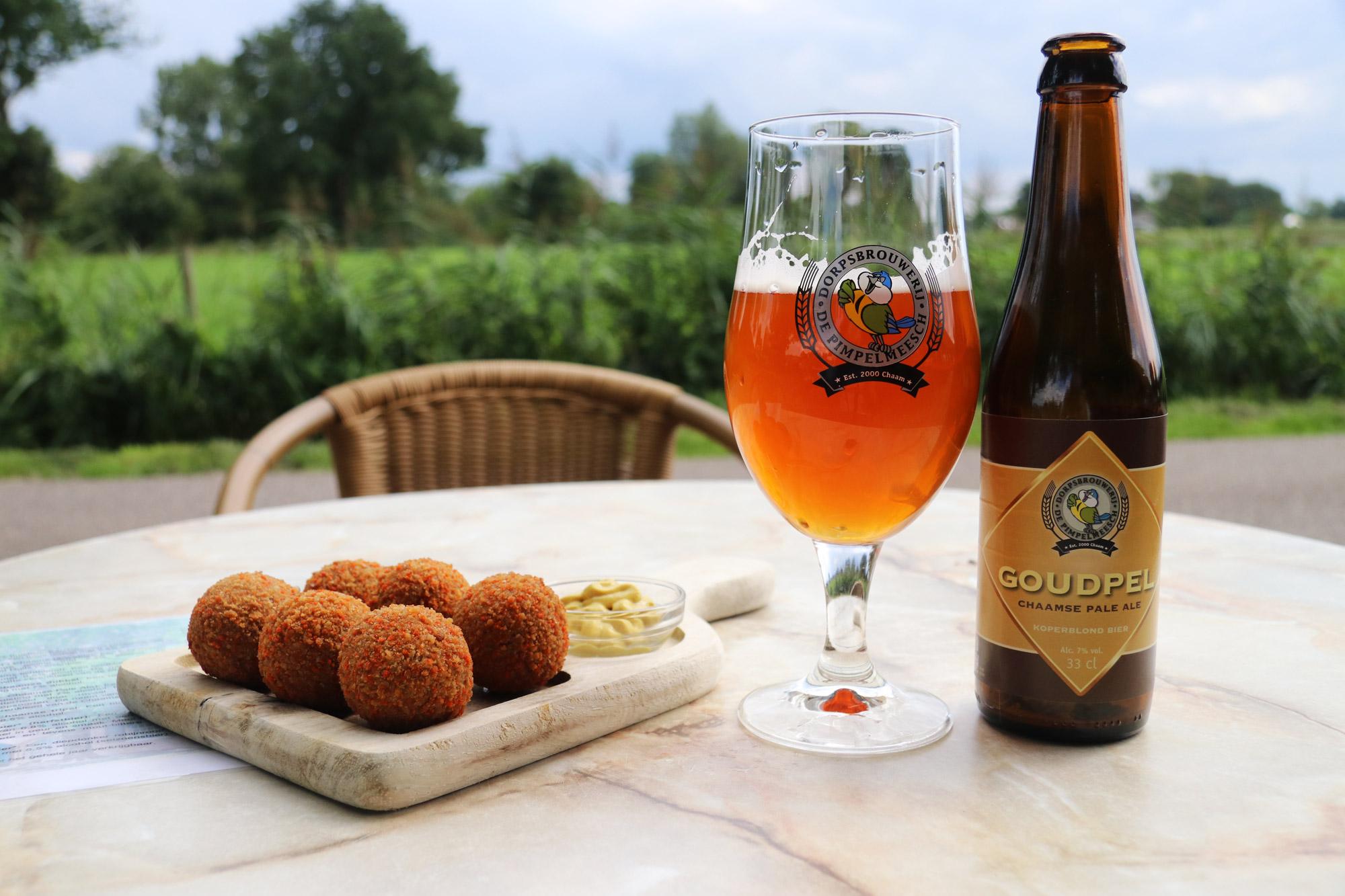 Een vreemd Nederlands/Belgisch dorp: Baarle - Een biertje bij de Pimpelmeesch