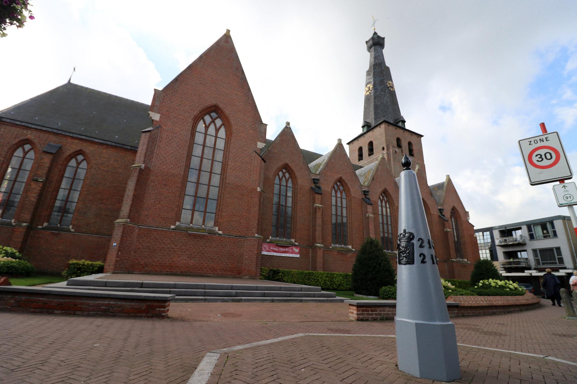 Een vreemd Nederlands/Belgisch dorp: Baarle - De Belse kerk
