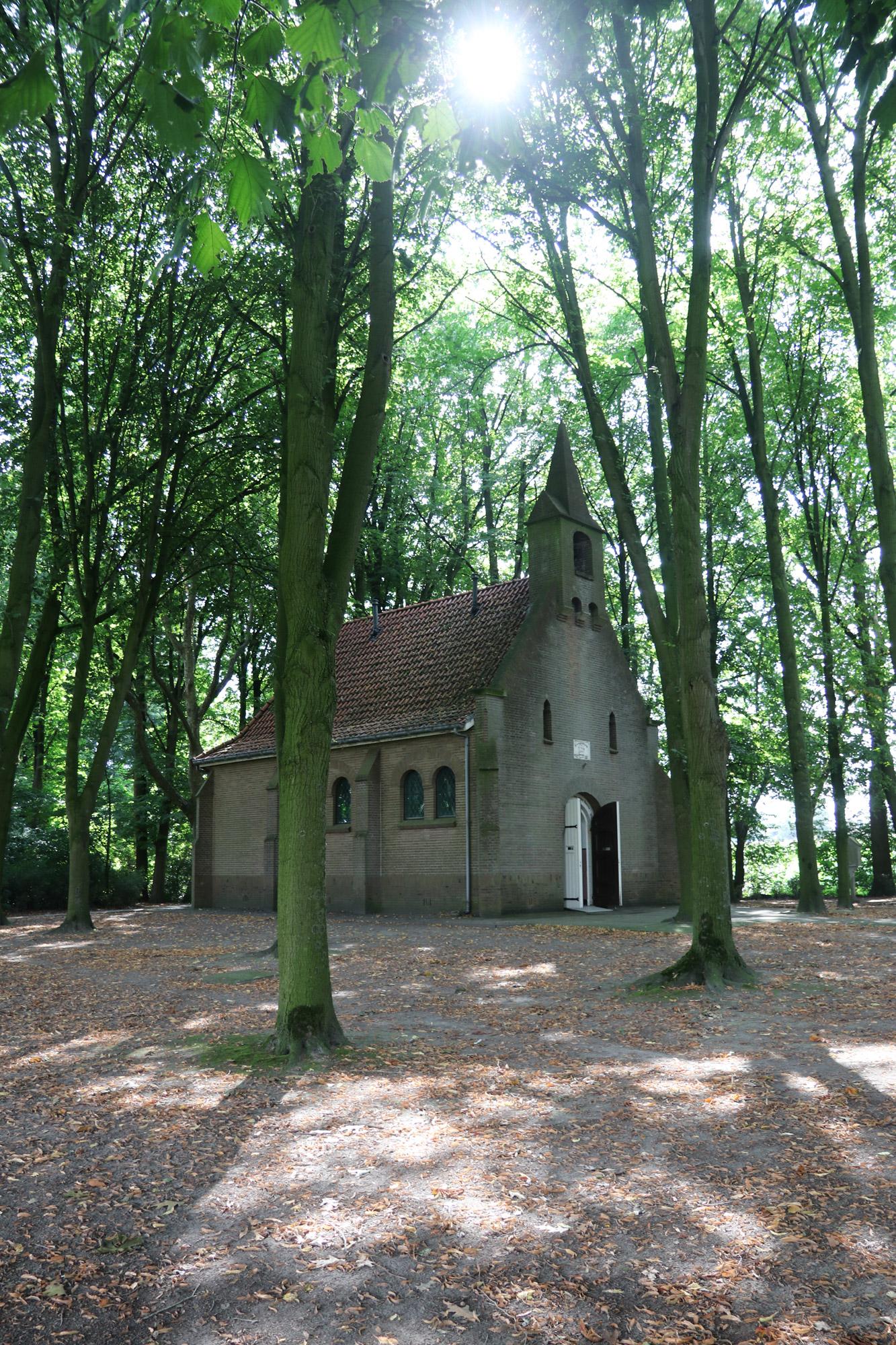 Een vreemd Nederlands/Belgisch dorp: Baarle - St. Salvatorkapel