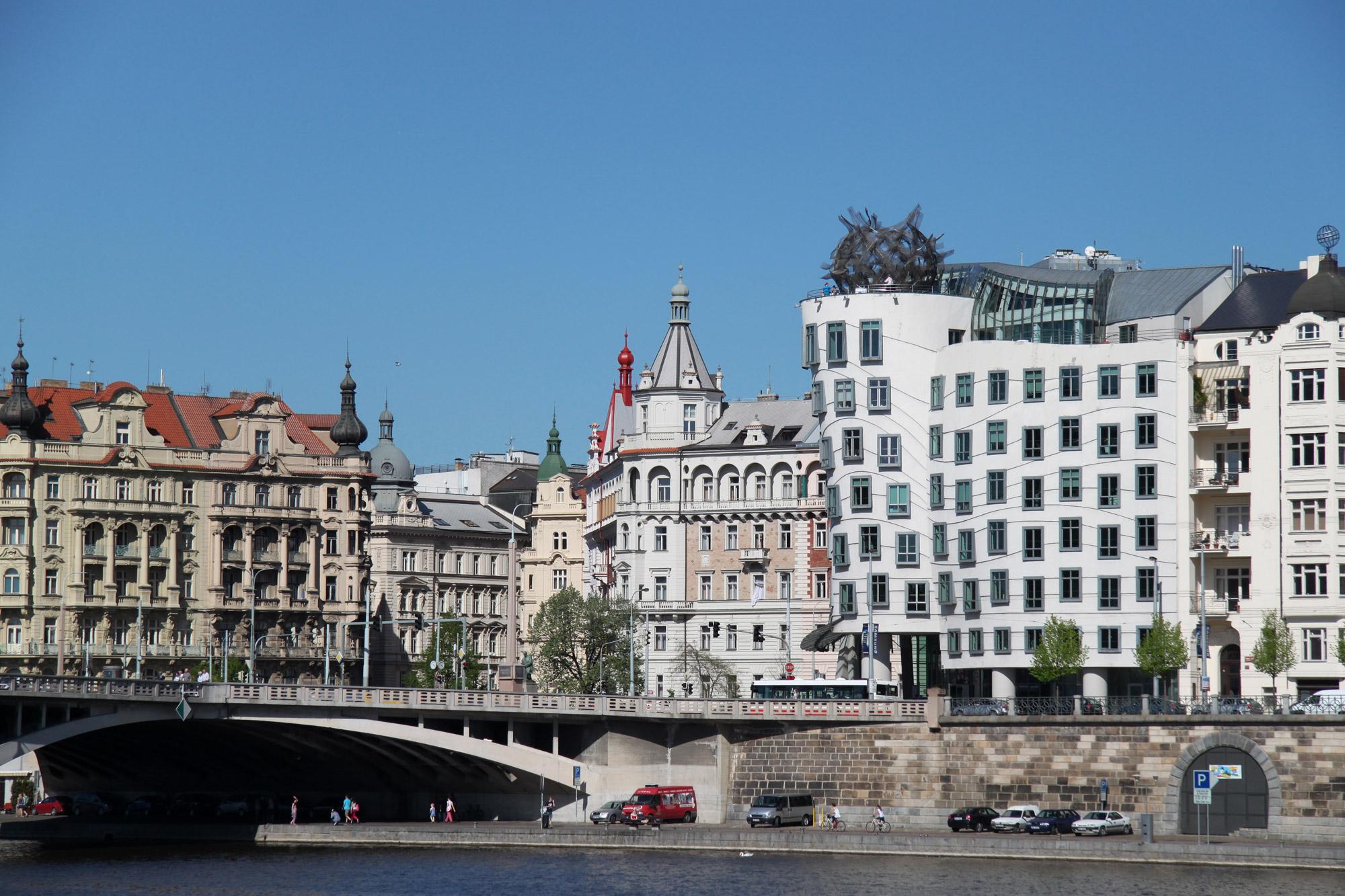 Fietsen door Praag - Het dansende huis