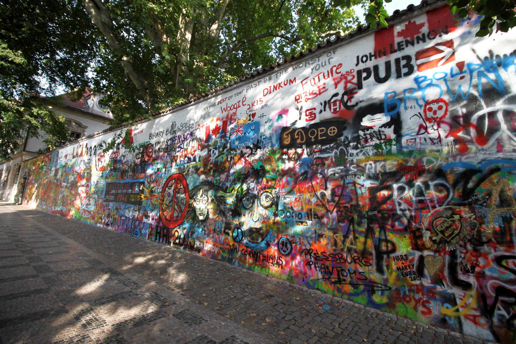 Fietsen door Praag - John Lennon Wall