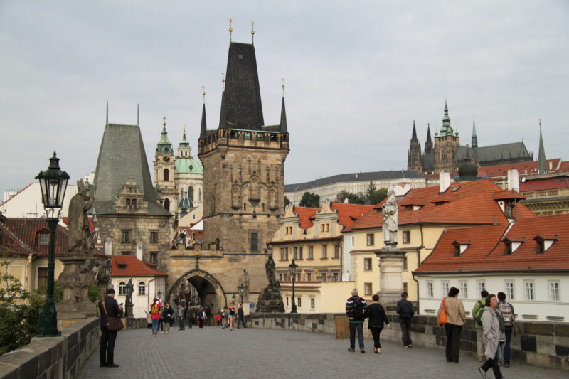 Fietsen door Praag - Uitzicht op de Karelsbrug