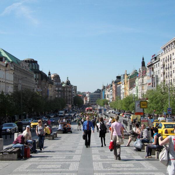Fietsen door Praag - De 600 meter lange Wenceslasplein