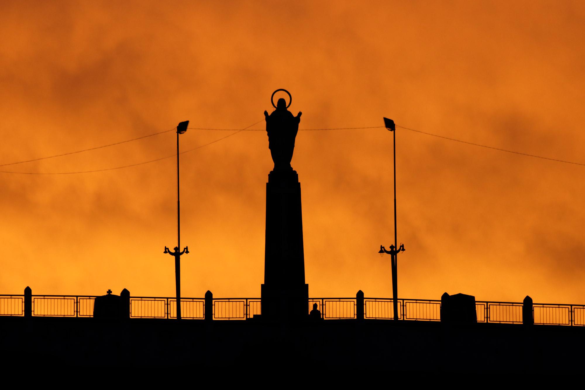 Bolivia 2016 - Dag 8 - Het jezusbeeld in Tupiza bij zonsondergang