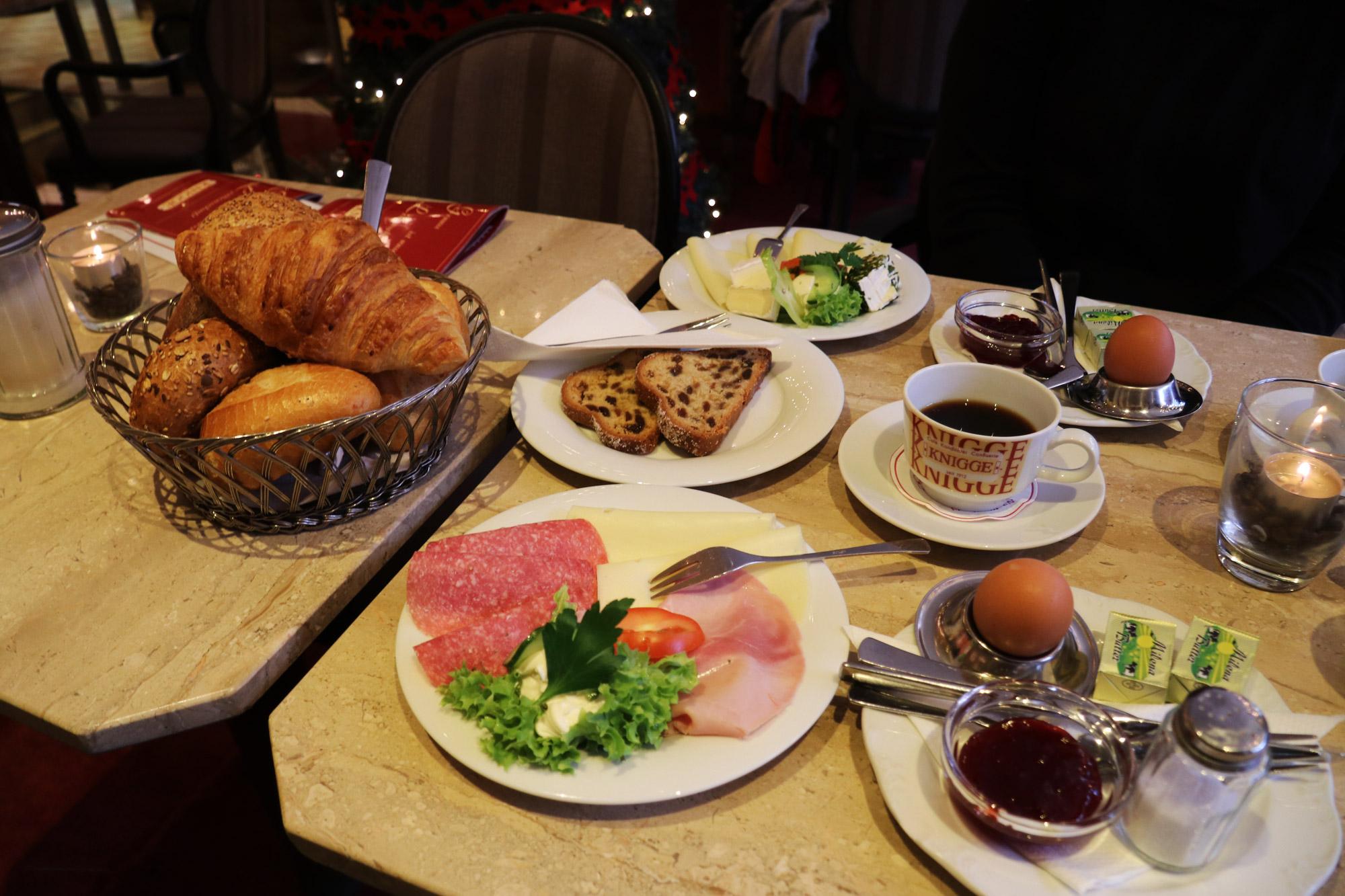 Bielefeld - Ontbijt bij Knigge