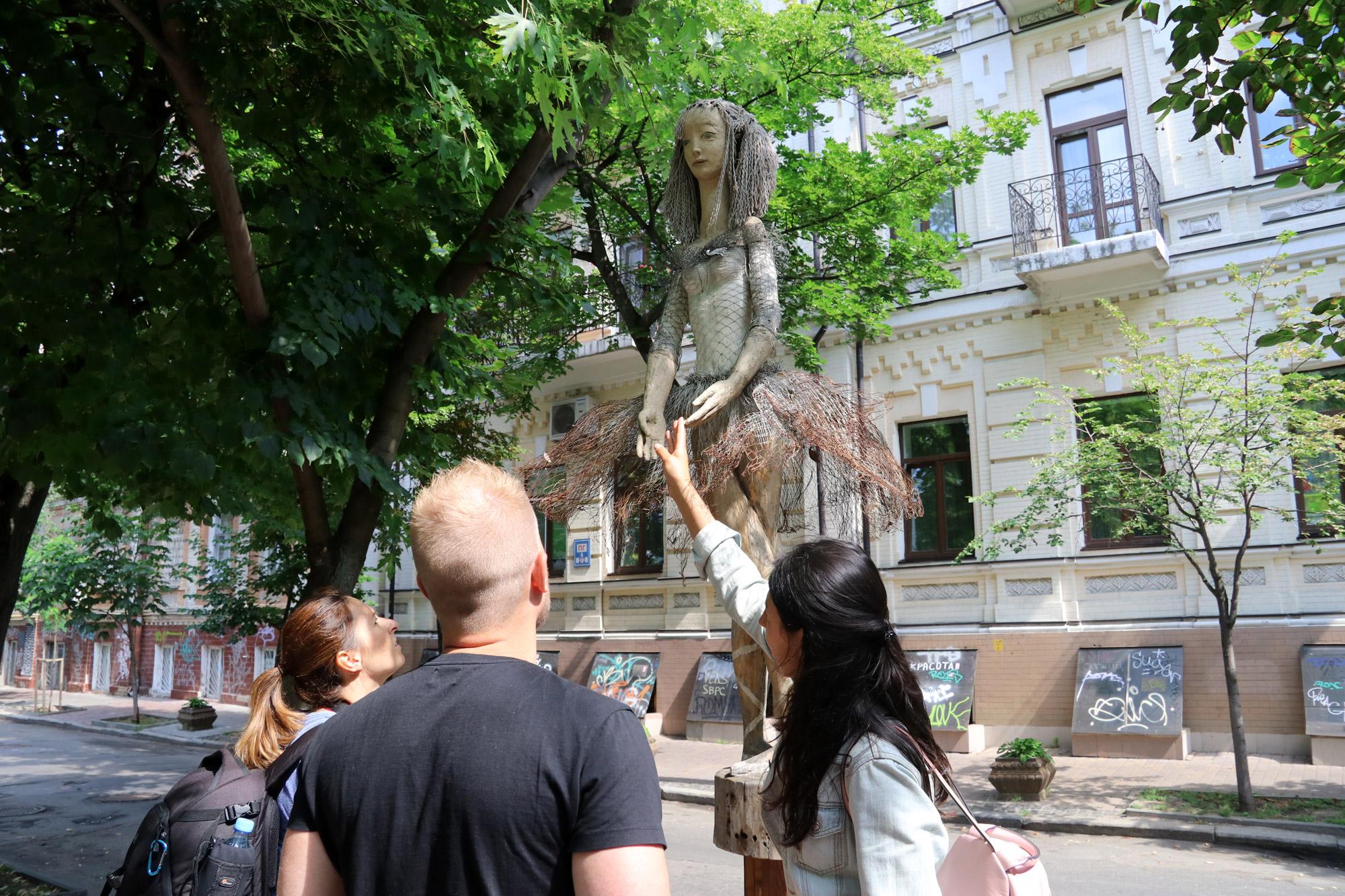 Kiev verkennen met een gids - Ballet Dancer Statue