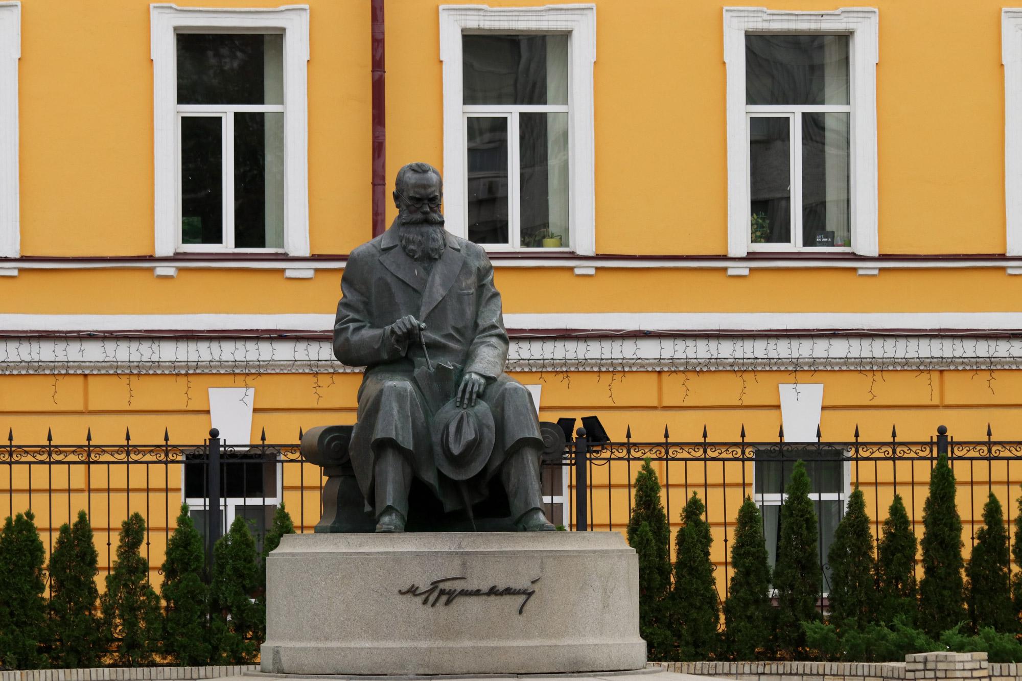 Kiev verkennen met een gids - Mykhailo Hrushevsky monument