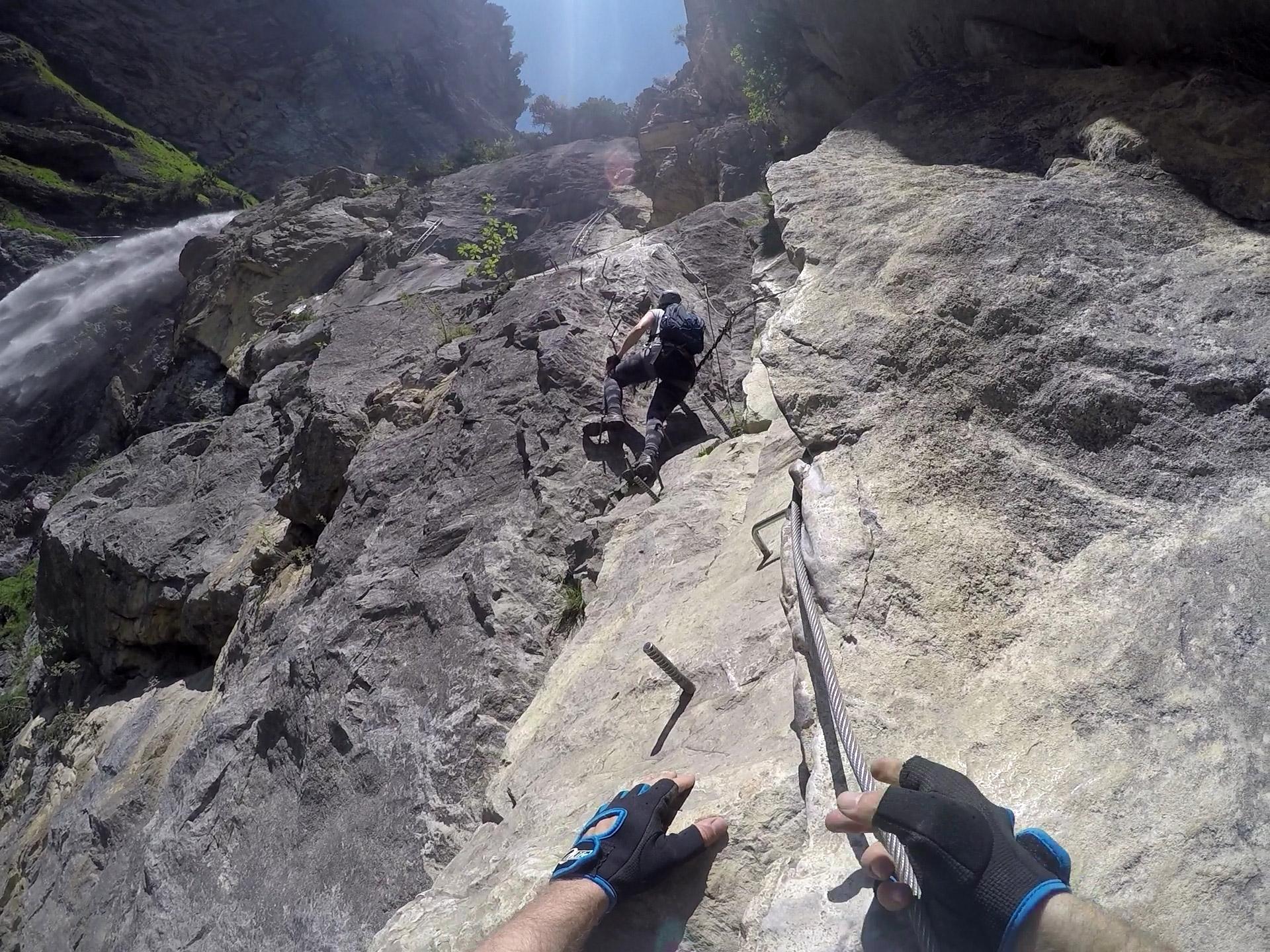 Een route klettersteig tijdens onze autorondreis in Zwitserland