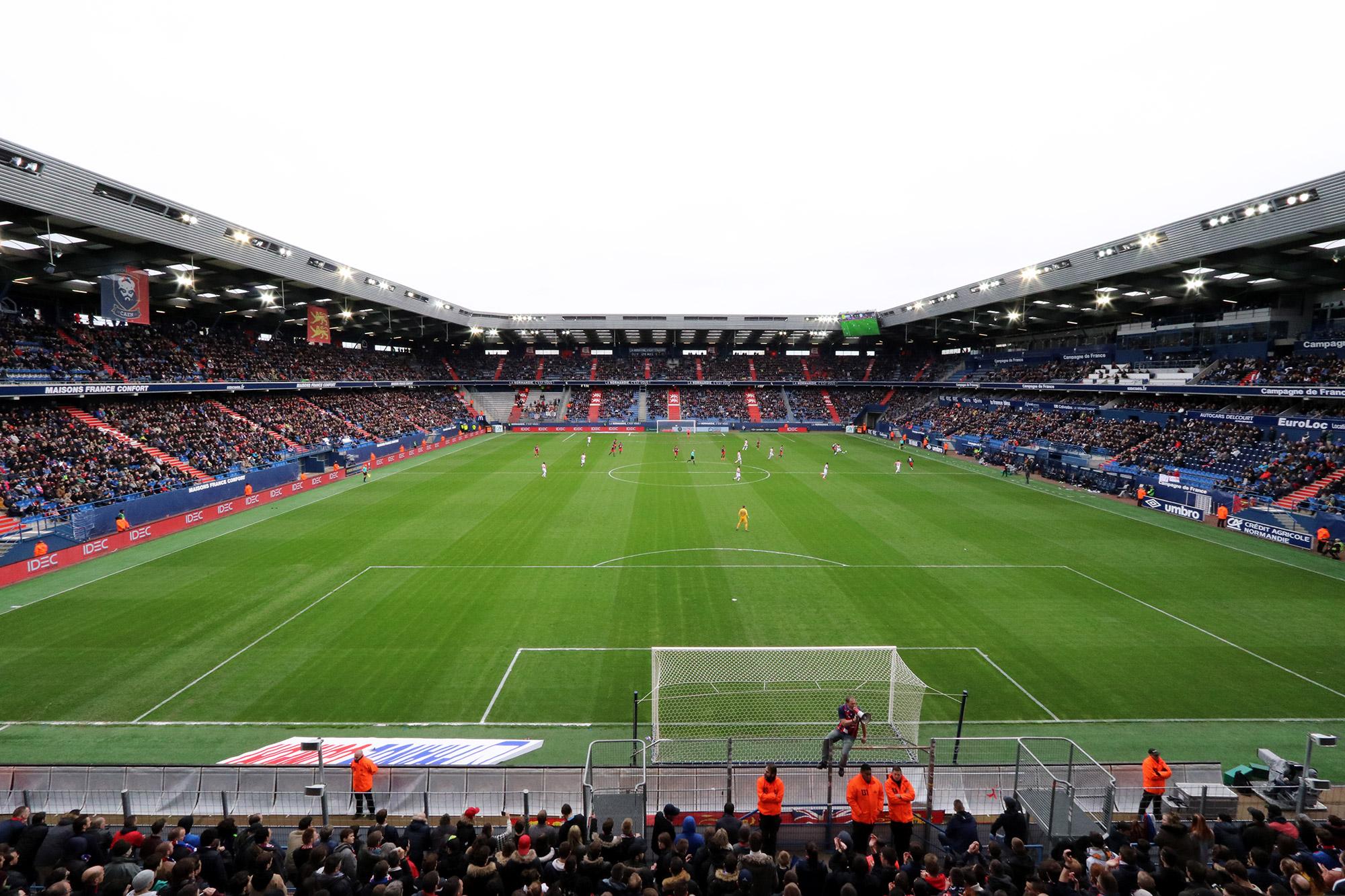Voetbalwedstrijd van SM Caen bezoeken