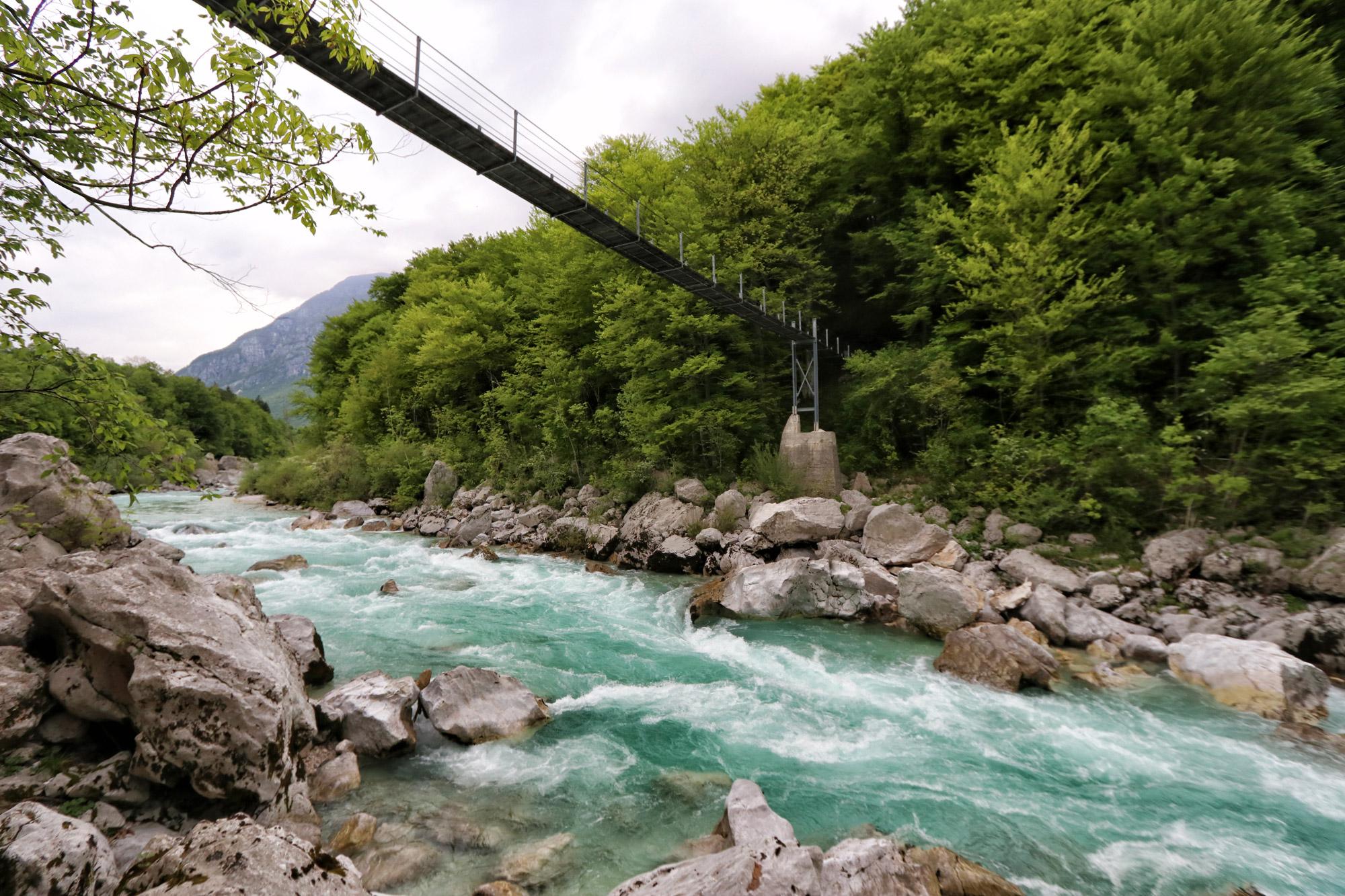 Soška pot wandeling in Slovenië - Brug over de Soča rivier