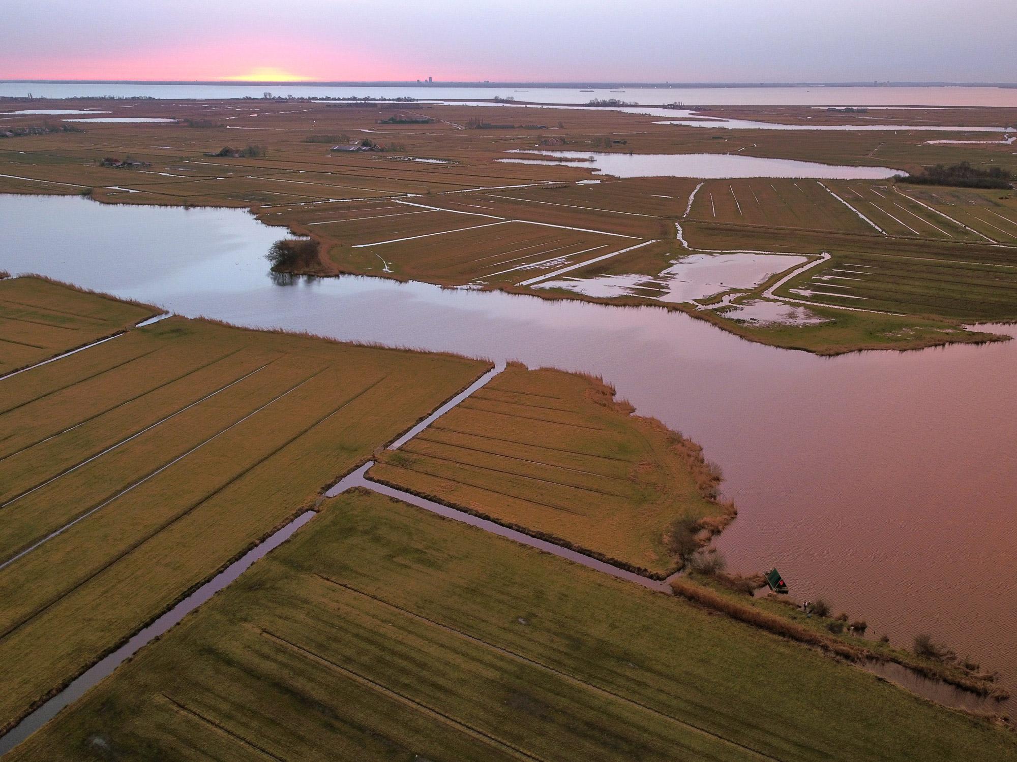 Janna - Drone zonsopkomst kampeervlot in Waterland