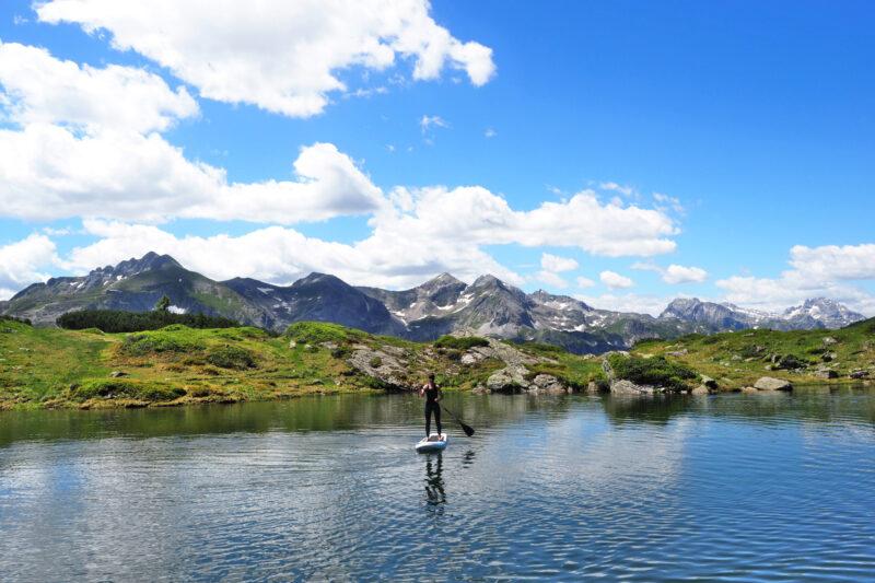 Janna - SUP op de Krummschnabelsee (SalzburgerLand, tijdens huttentocht)