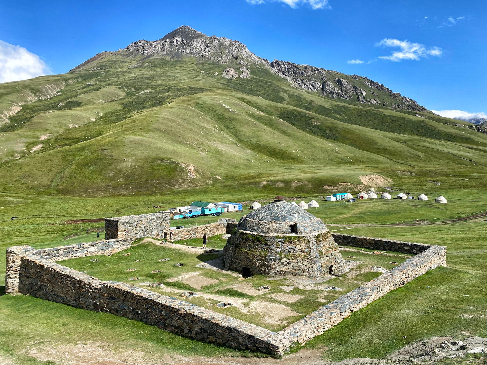 Reisroute Kirgizië - Tash Rabat