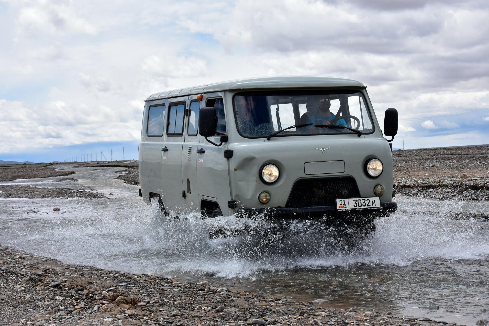 Reisroute Kirgizië - River Crossing
